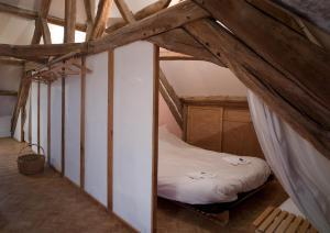 A bed or beds in a room at Le Cep en Sancerrois