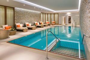 The swimming pool at or close to Breidenbacher Hof