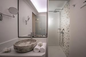 A bathroom at Notos Heights Hotel & Suites