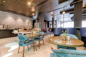 מסעדה או מקום אחר לאכול בו ב-Mercure Hotel Raphael Wien