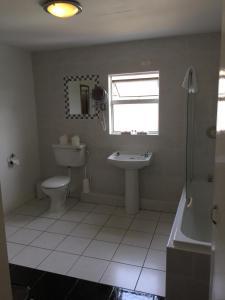 Salle de bains dans l'établissement Faythe Guesthouse