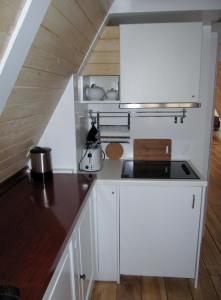 A kitchen or kitchenette at Kalkmarkt Suites
