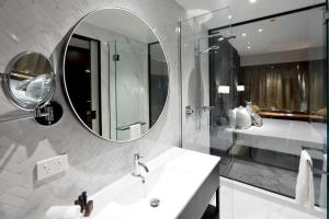 A bathroom at Crowne Plaza Christchurch, an IHG Hotel
