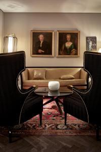 A seating area at Sir Nikolai Hotel