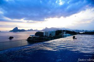 Bazén v ubytování H Niteroi Hotel nebo v jeho okolí