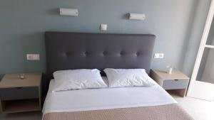 A bed or beds in a room at Sea Sound