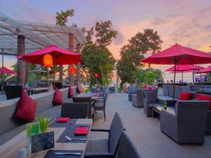 A restaurant or other place to eat at FuramaXclusive Ocean Beach Seminyak Bali