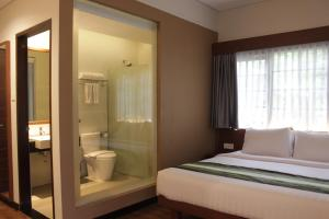 A bathroom at Grand Whiz Hotel Nusa Dua Bali