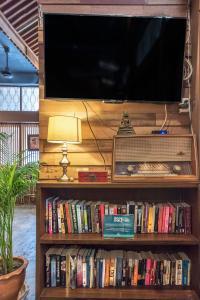 Biblioteca en el albergue