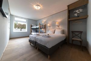 سرير أو أسرّة في غرفة في فندق جيثورن