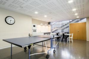 Ping-pong facilities at Residencia Universitaria Campus del Mar or nearby