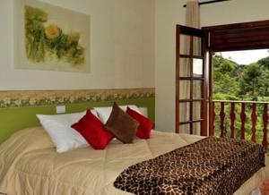 A bed or beds in a room at Pousada Serra do Jordão