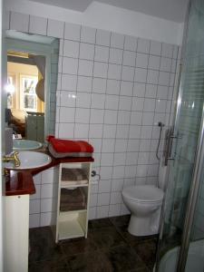 A bathroom at Kalkmarkt Suites