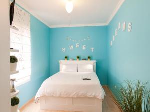Cama o camas de una habitación en Apartment by Las Canteras California 104