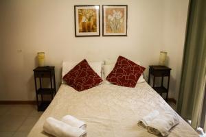 Una cama o camas en una habitación de Edymar