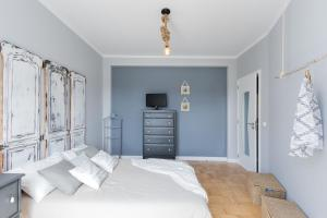 A bed or beds in a room at Lisbon Airport Hostel