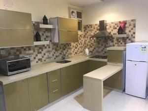 A cozinha ou cozinha compacta de Seher Aloyon Funished Apartments