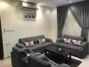 Uma área de estar em Seher Aloyon Funished Apartments