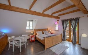 A bed or beds in a room at Rustic House 13