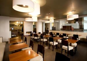A restaurant or other place to eat at Porto Antas Hotel