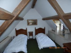 A bed or beds in a room at Château de Montramé