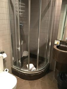 A bathroom at Chic & Basic Zoo