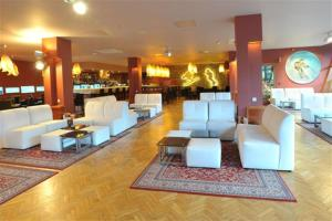 The lounge or bar area at Evenia Monte Alba