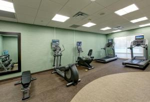 The fitness centre and/or fitness facilities at SpringHill Suites by Marriott Orlando Convention Center