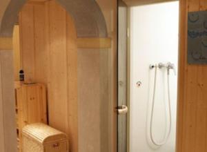 A bathroom at Alpenhof Pension-Garni