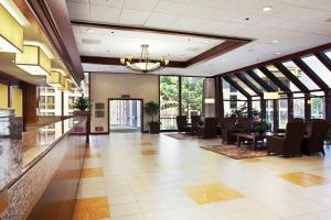 The lobby or reception area at DoubleTree By Hilton Sacramento