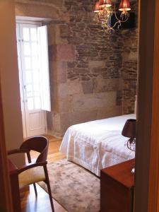 A bed or beds in a room at Hotel Casa de Caldelas