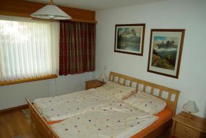 Ein Bett oder Betten in einem Zimmer der Unterkunft Ferienwohnung in Davos