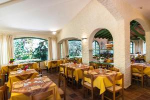 A restaurant or other place to eat at Hotel Marelba