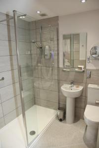 A bathroom at Burt's Hotel