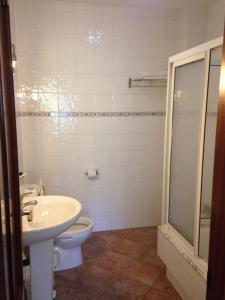 A bathroom at Pension Meson Paz