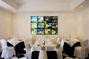 A restaurant or other place to eat at M Glamour Hotel
