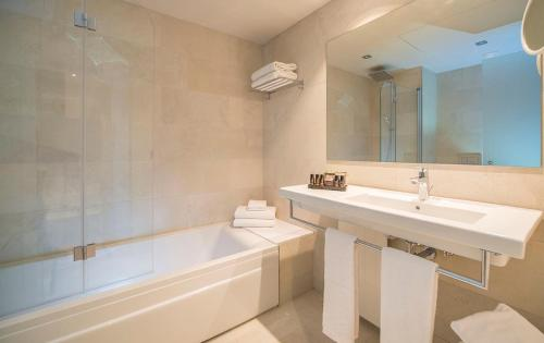 A bathroom at Hotel & Spa Terraza