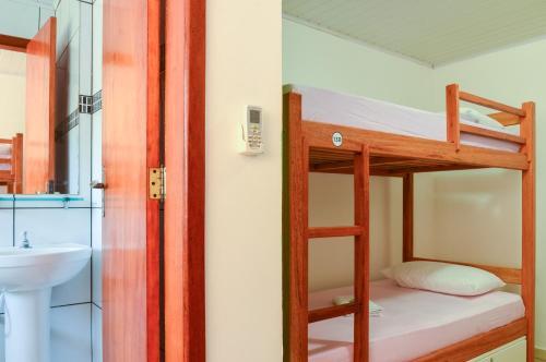 Um banheiro em Beira Mar Hostel & Suítes