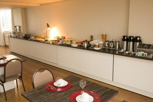 Um restaurante ou outro lugar para comer em Select Hotel