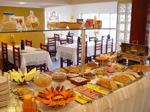 Um restaurante ou outro lugar para comer em Pousada Mariá