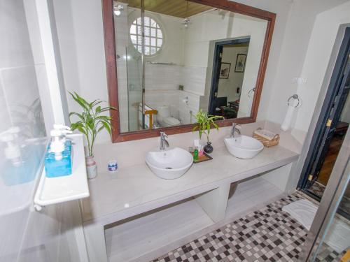 Ein Badezimmer in der Unterkunft Noordin Street House