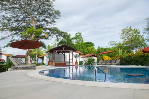 The swimming pool at or near Agua Dulce Beach Resort