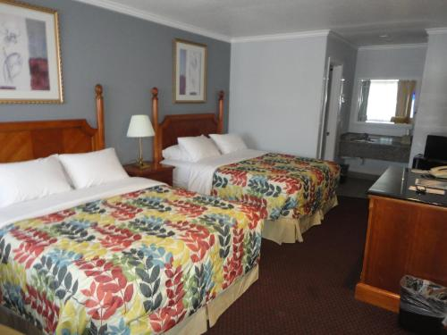 A bed or beds in a room at The Islander Motel