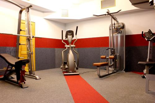 The fitness center and/or fitness facilities at Aparthotel am Rennsteig