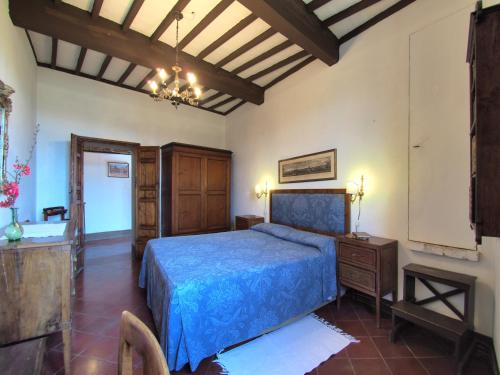 A bed or beds in a room at Castello di Montalto