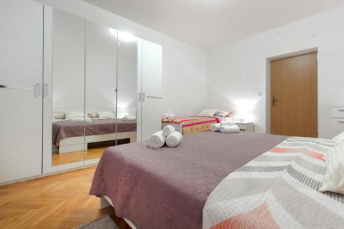 A bed or beds in a room at Ana Petra New Apartment