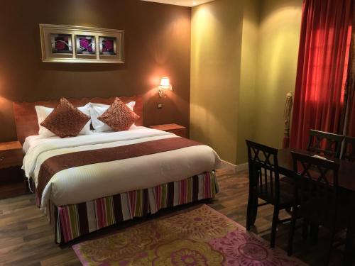 Cama ou camas em um quarto em Qasser AlRawsha