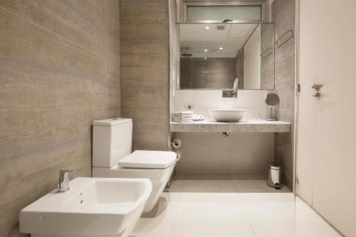 A bathroom at Palo Santo Hotel