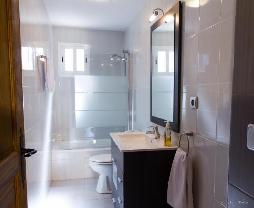 Uma casa de banho em Casa Roblan
