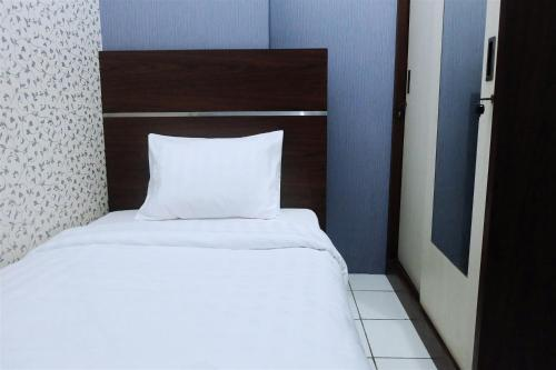 A bed or beds in a room at Best Location 2BR Menteng Square By Travelio